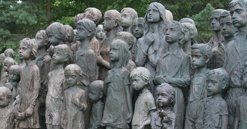 This Heartbreaking Sculpture Depicts The 82 Kids That Were Handed Over To The Nazis