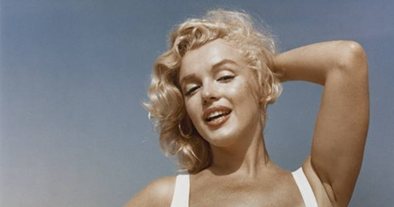 17 Photographs Of Marilyn Monroe On The Beach In New York Taken By Sam Shaw