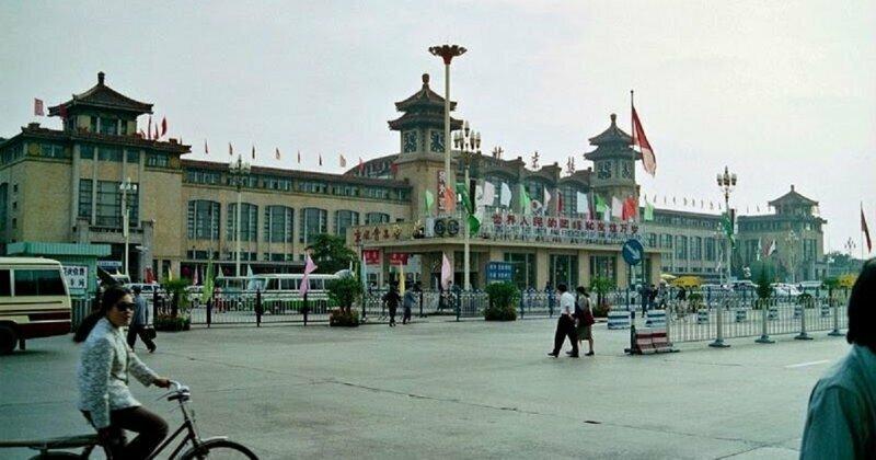 33 Fascinating Pics Capture Street Scenes of Beijing in 1990
