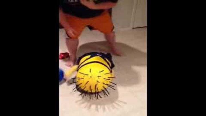 Потрясный малыш в самодельном костюме для Хэллоун