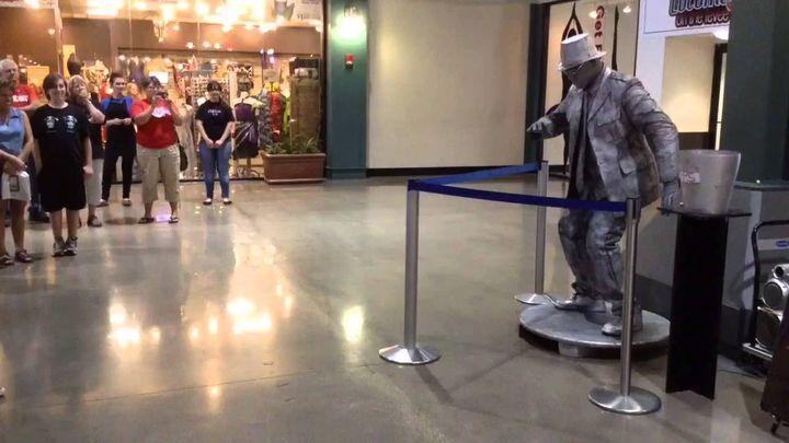 Покупатели забыли, зачем они пришли в торговый центр