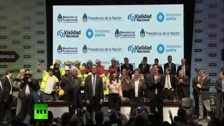 Президент Аргентины станцевала на предвыборном митинге