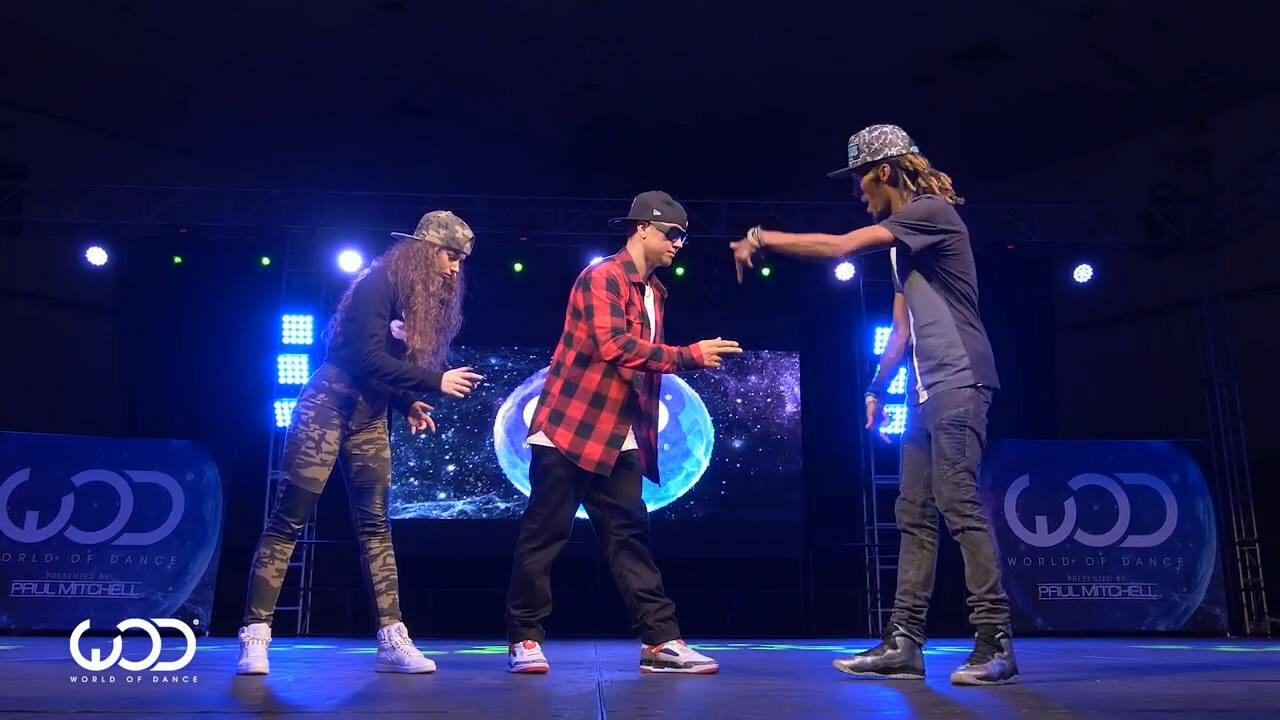 Красивый групповой танец под Dubstep