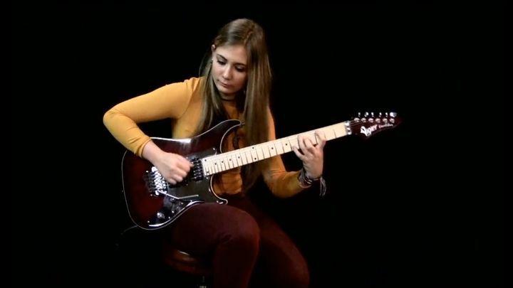 """Iron Maiden – """"The Trooper"""" в исполнении талантливой 16-летней гитаристки"""