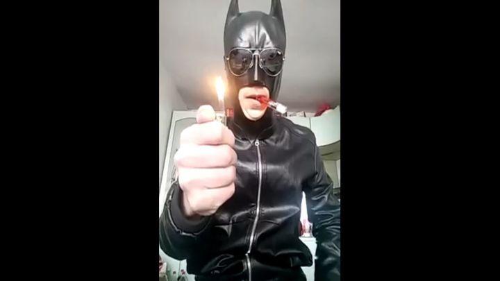 Бэтмен уже не тот! Человек-летучая мышь против зажигалки