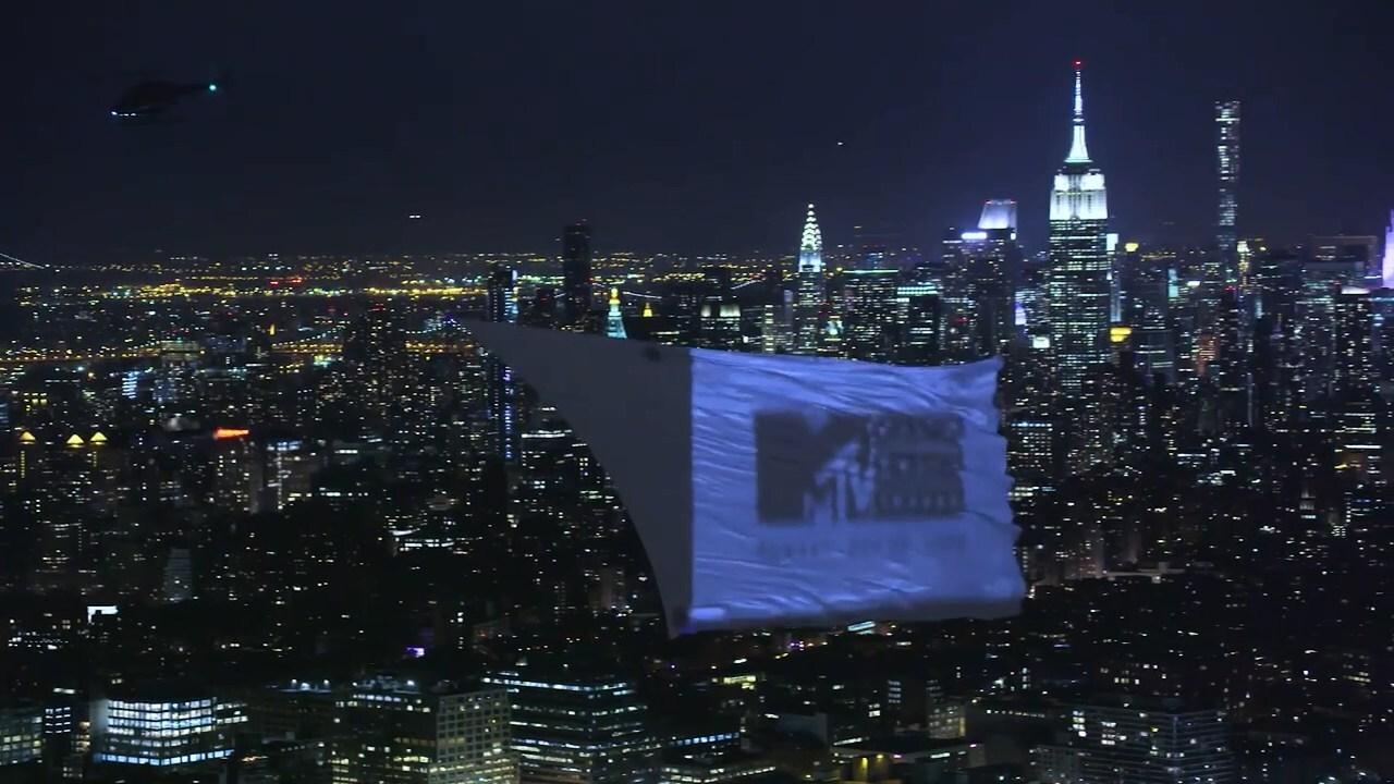 MTV организовал кинотеатр в небе над Нью-Йорком