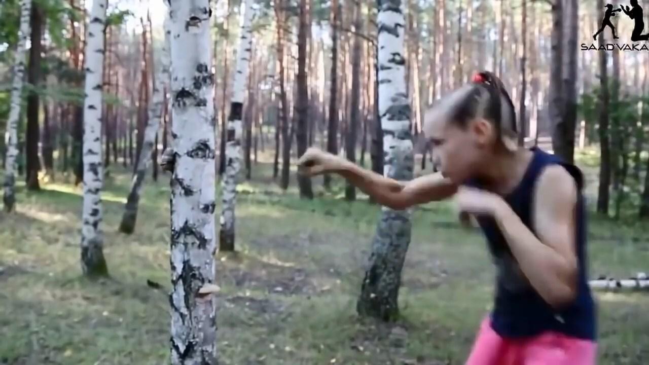 Самая быстрая девочка из Казахстана крошит березу