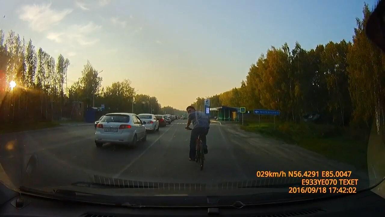 Велосипедист сдал нарушителя