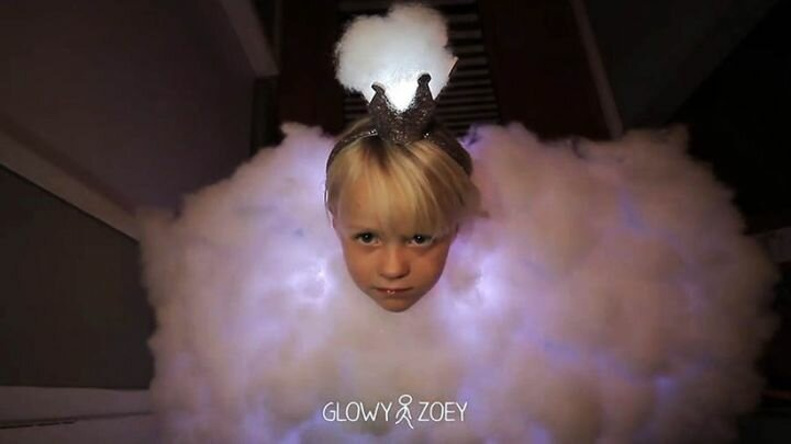 Папа нарядил дочь грозовым облаком на Хеллоуин