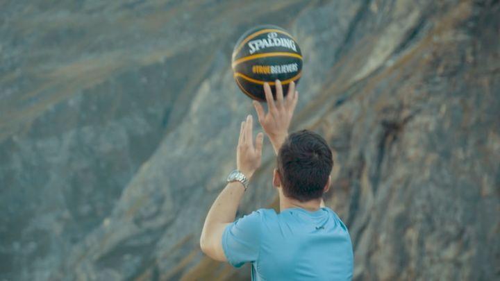 Австралиец забросил мяч в кольцо с высоты 180 метров и установил новый мировой рекорд
