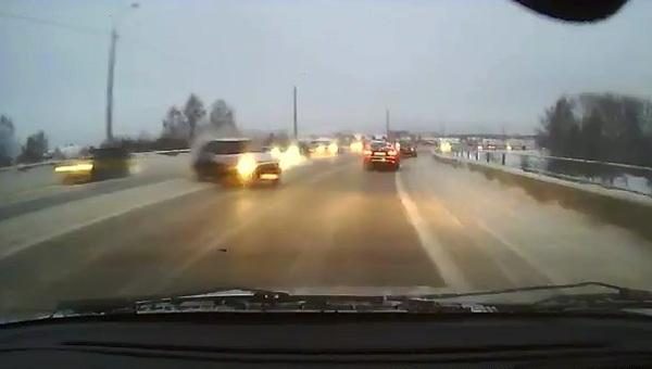 Авария дня. В Челябинске на мосту произошло крупное ДТП