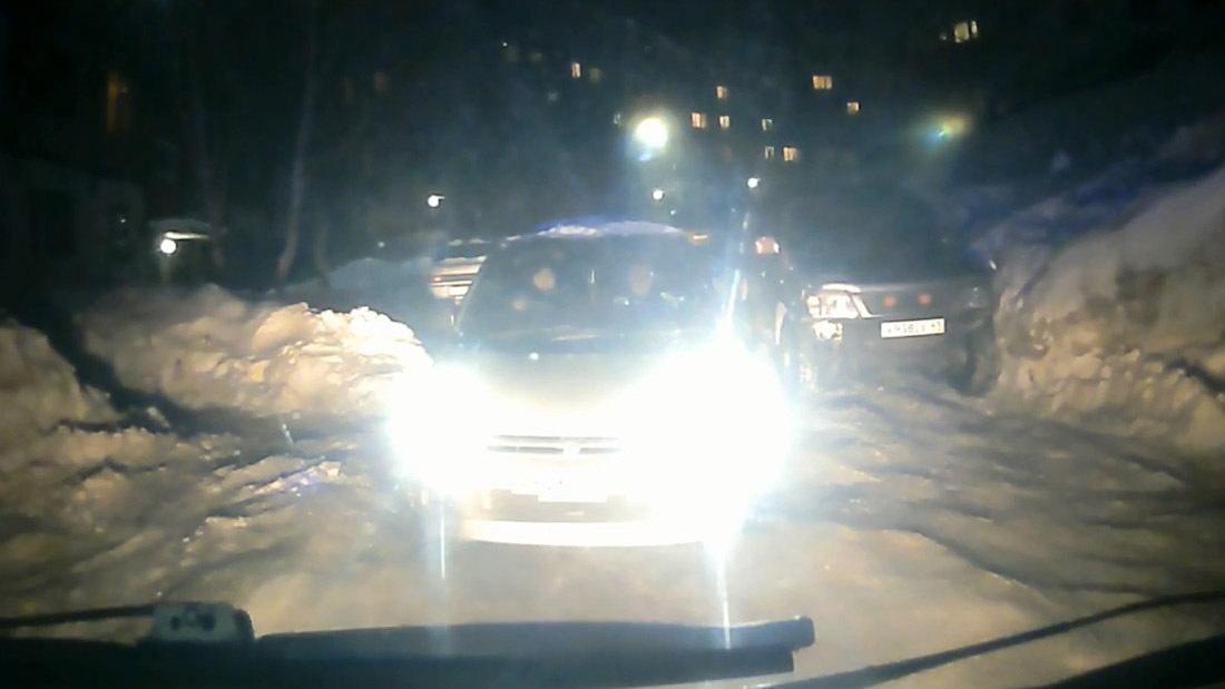 На Камчатке пациент скончался из-за закрывшего проезд водителя