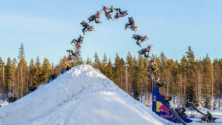 Первое в мире двойное сальто назад на снегоходе