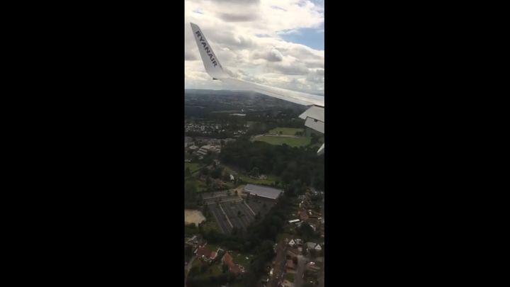 Пугающая посадка самолета Boeing 737-800 в Англии