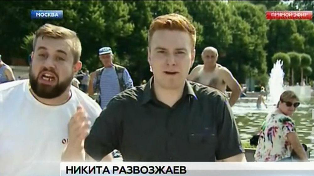 День ВДВ. Корреспондента ударили во время прямого эфира