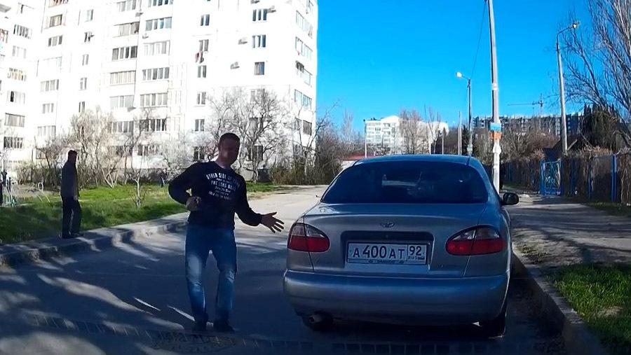 Автомобиль покатился без водителя