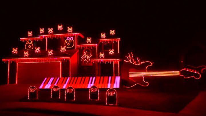 Житель США устроил фантастическое световое шоу на своем доме