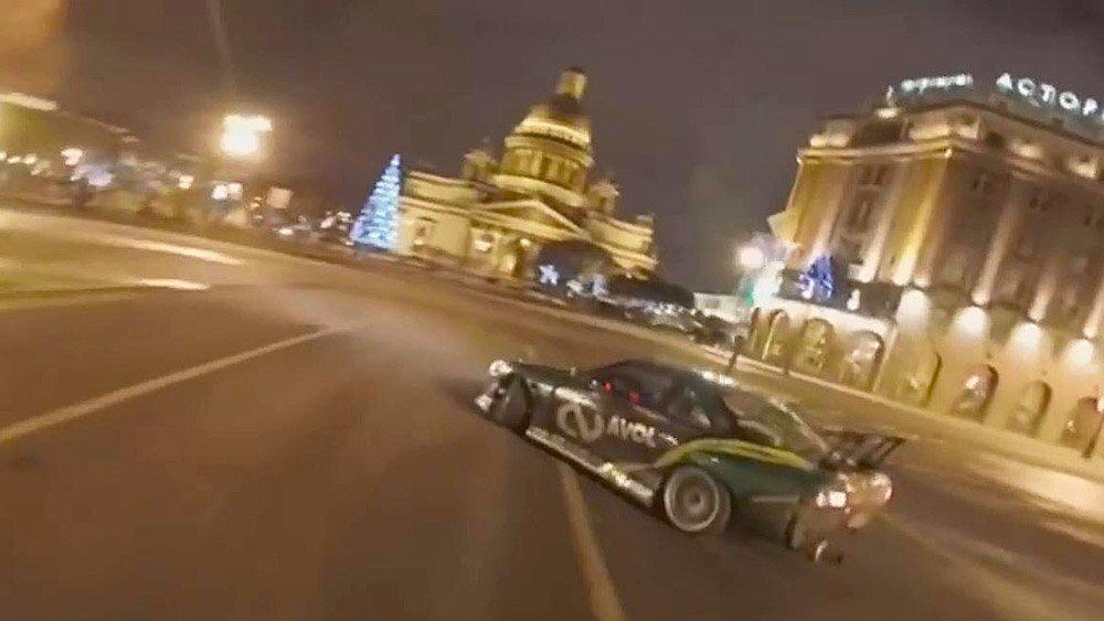 Красиво, но опасно! Дрифт в центре Санкт-Петербурга
