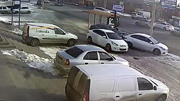 Авария дня. В Ростове BMW попал в ДТП и сбил пешехода