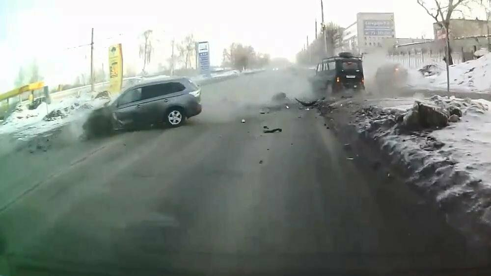 Авария дня. В Ульяновске лихач устроил массовое ДТП