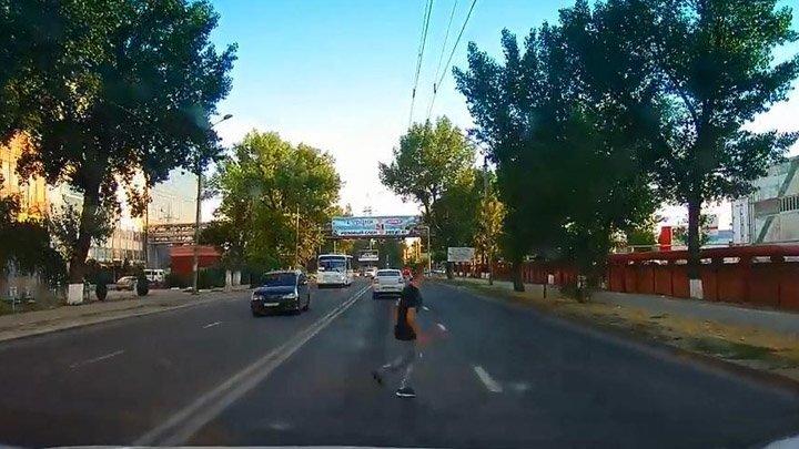 Юноша не перебежал дорогу в неположенном месте