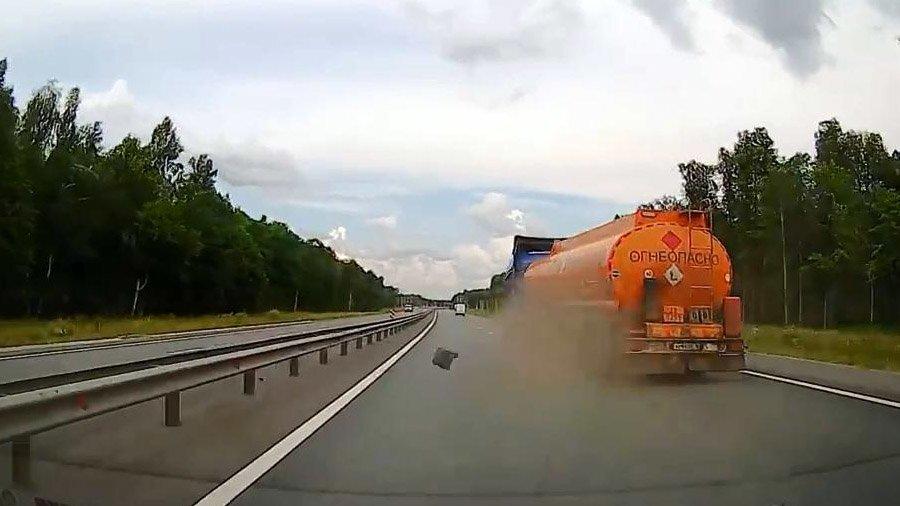 Взрыв колеса у бензовоза