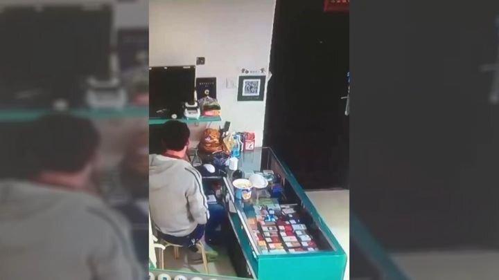 Китаец случайно поставил свой доширак на зажигалку и остался без обеда