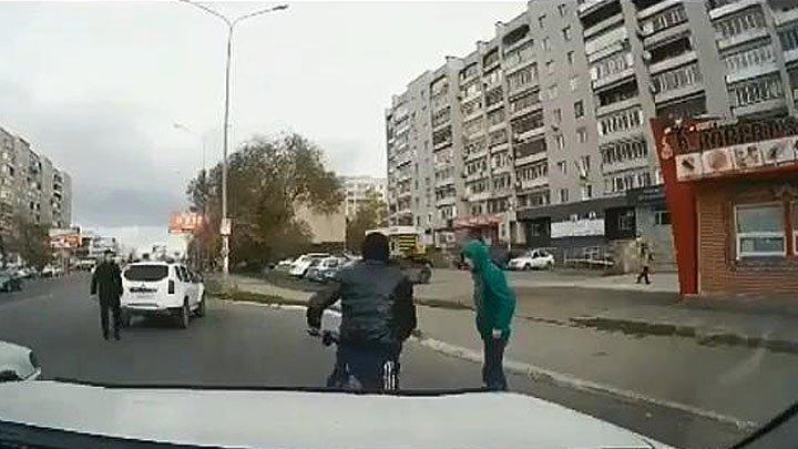 В Казахстане очевидцы задержали пьяных подростков на скутере