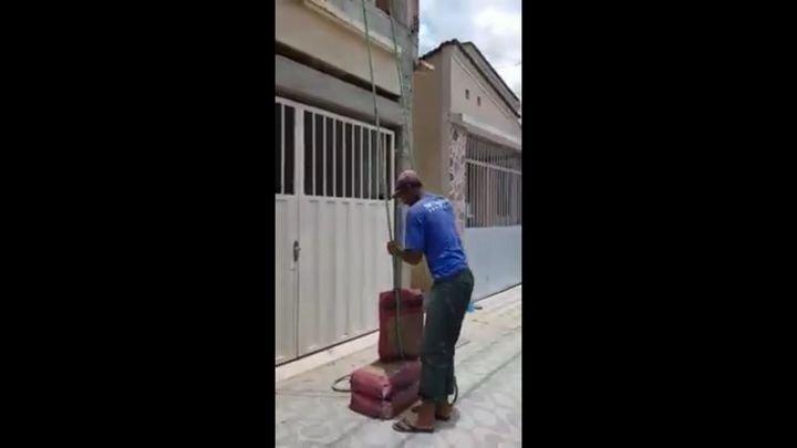 В Бразилии рабочий попытался облегчить свой труд