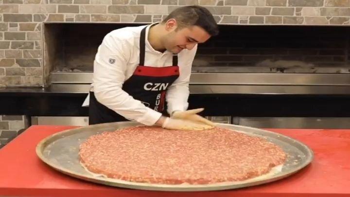 Гигантский бургер от талантливого турецкого шеф-повара