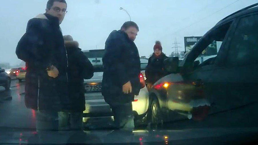 Принципиальный водитель не пропустил обочечника на BMW