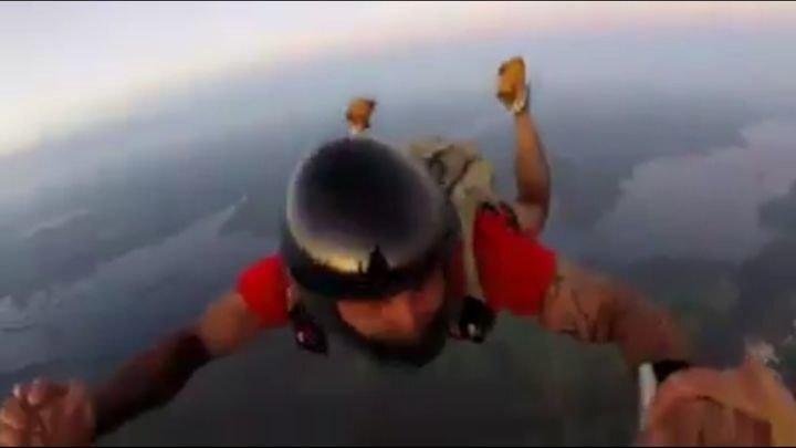 Парашютист снял борьбу за собственную жизнь после нераскрытия парашюта