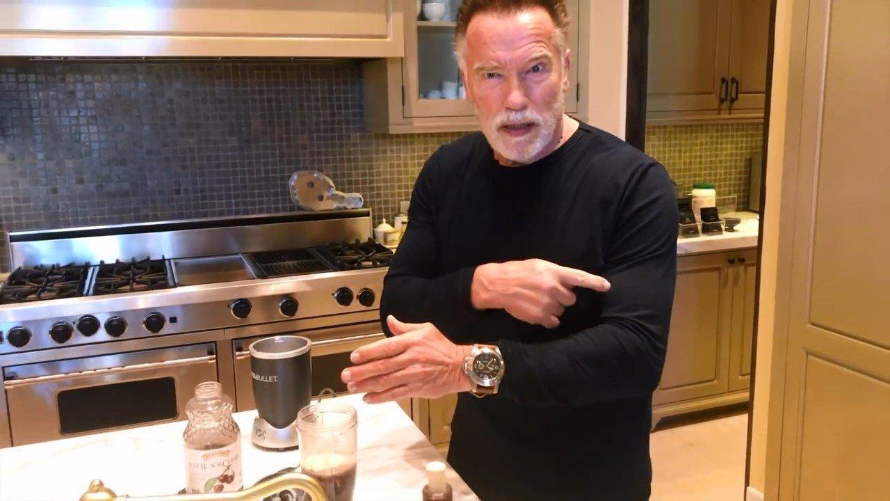 Арни знает, как приготовить правильный протеиновый коктейль