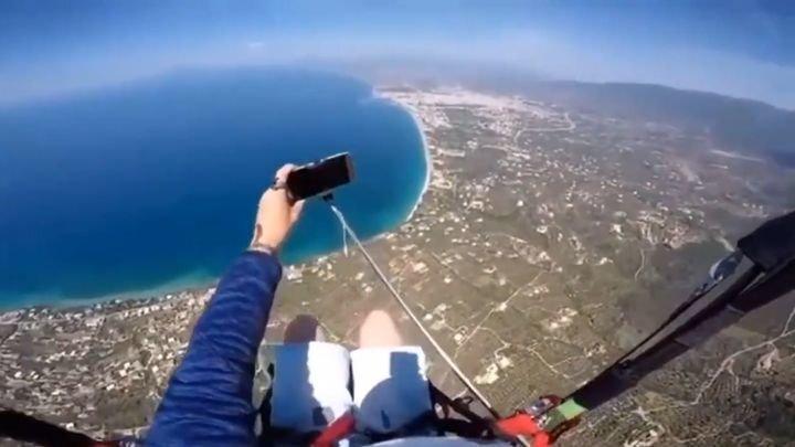 Неуклюжий любитель экстремального селфи остался без своего смартфона