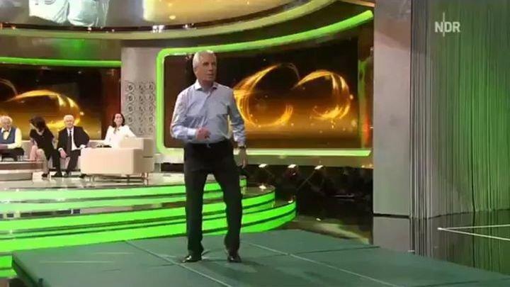 69-летний бывший футболист продемонстрировал свою невероятную физическую форму