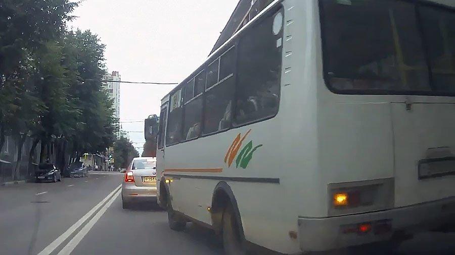 В Воронеже появился водитель маршрутки, который не слышал о существовании ПДД