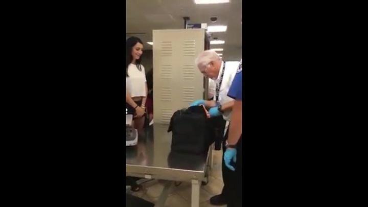 Неожиданная находка во время проверки багажа девушки на запрещенные предметы