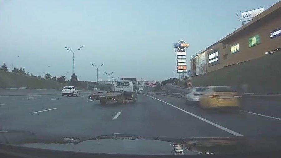 Авария дня. Столкновение с эвакуатором на Московской кольцевой