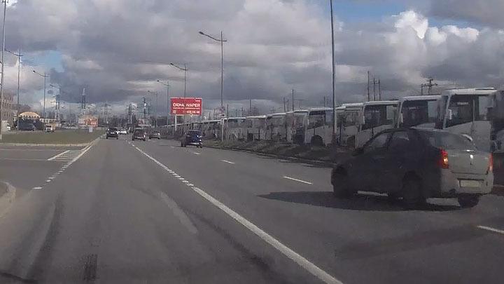 Необдуманная попытка разворота на Витебском проспекте в Санкт-Петербурге