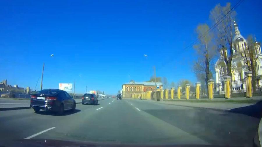"""Чудак на """"Оптиме"""" чуть не устроил аварию в Санкт-Петербурге"""