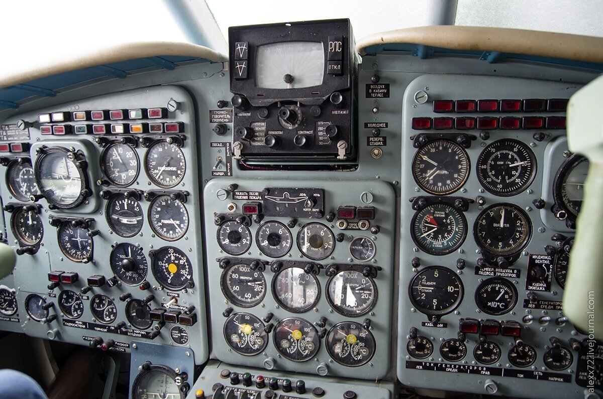 Кабина известного самолета времен СССР