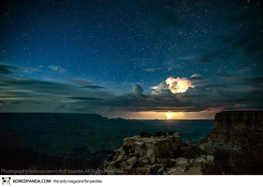 Потрясающие снимки молнии над Гранд Каньоном