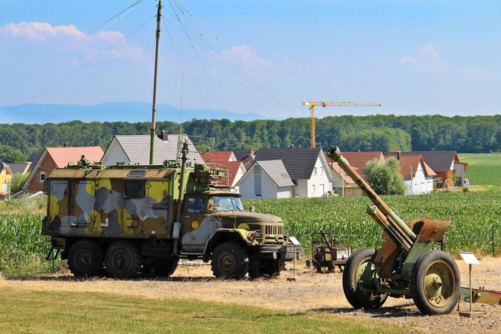 Военный музей de l'Abri de Hatten во французской деревне