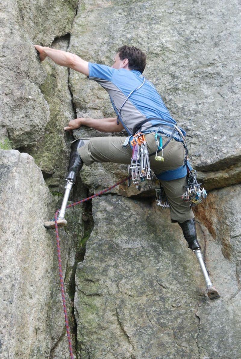 Мужественный американский альпинист, у которого нет обеих ног