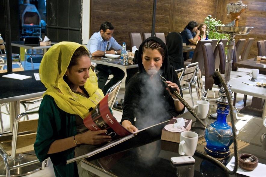 Приватная жизнь иранской молодежи в объективе Каве Ростамхани