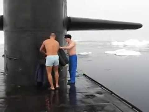 Подводники купаются на Северном полюсе…