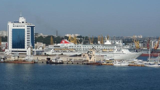 Впервые за курортный сезон в Одессу зашел круизный лайнер-тысячник