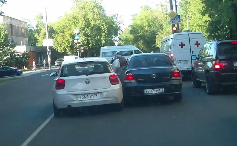 Раздавивший пенсионера водитель BMW оказался «глухонемым и психом»