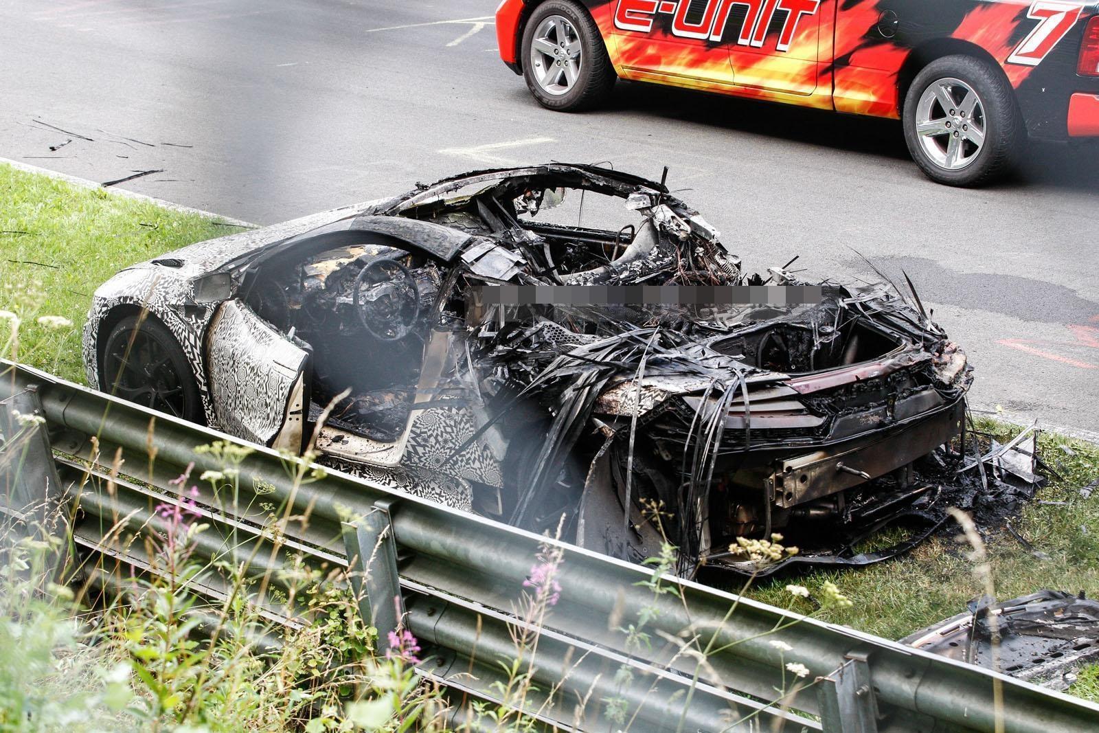На Нюрбургринге загорелся прототип Acura NSX