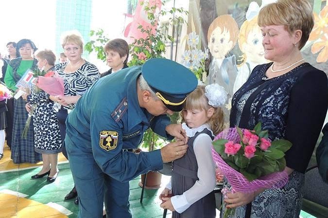 9-летнюю Настю Суханову наградили медалью «За отвагу на пожаре»